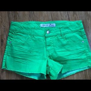 Pants - Cute Green shorts